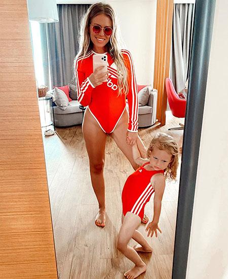 Рита Дакота с дочерью планировала провести отпуск в Турции, но в итоге улетела в Сочи. И певица, по ее собственным словам, осталась в восторге от проведенных там дней