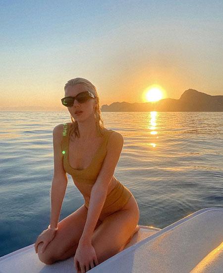 Юлианна Караулова вот уже несколько дней отдыхает в Крыму