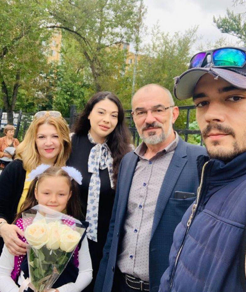 Дочь Инны Воловичевой с родителями и бабушкой с дедушкой