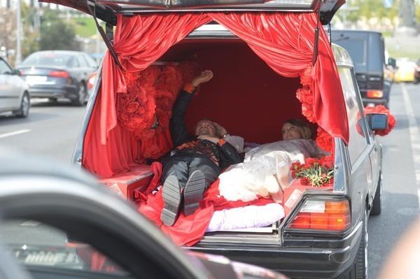 Дарья отказалась комментировать эпатажную свадьбу Богомолова и Собчак