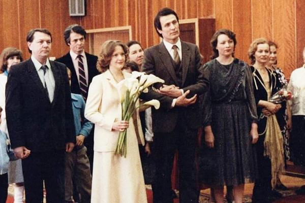 Вторым супругом Елены Прокловой стал врач Александр Дерябин