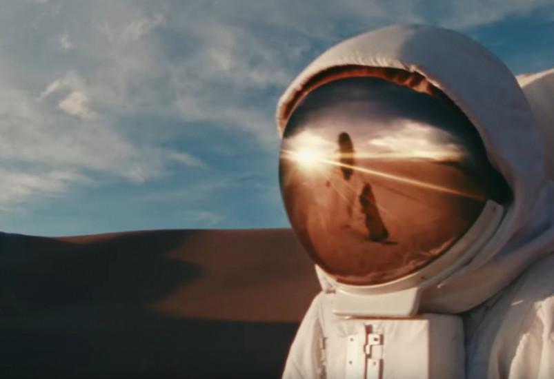 Bad Bunny and Mora — Una Vez, новый клип