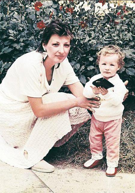 Кети Топурия с мамой в детстве