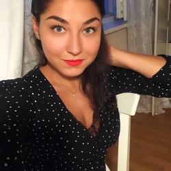 72218 Дуэт уюта и сексуальности: Ирина Шейк позирует в новой рекламной кампании