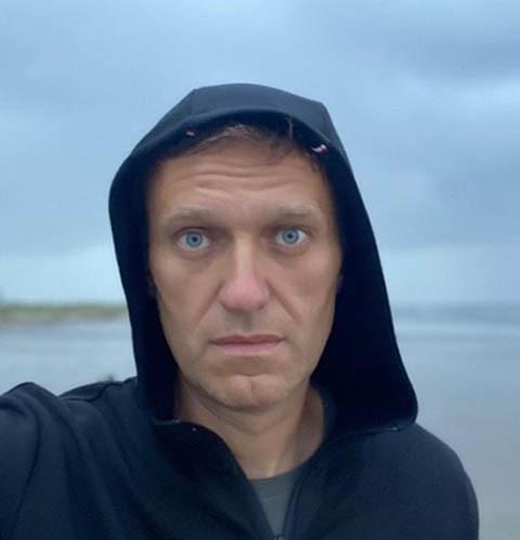 70972 Представители Алексея Навального показали, откуда взялась бутылка с «Новичком» – видео