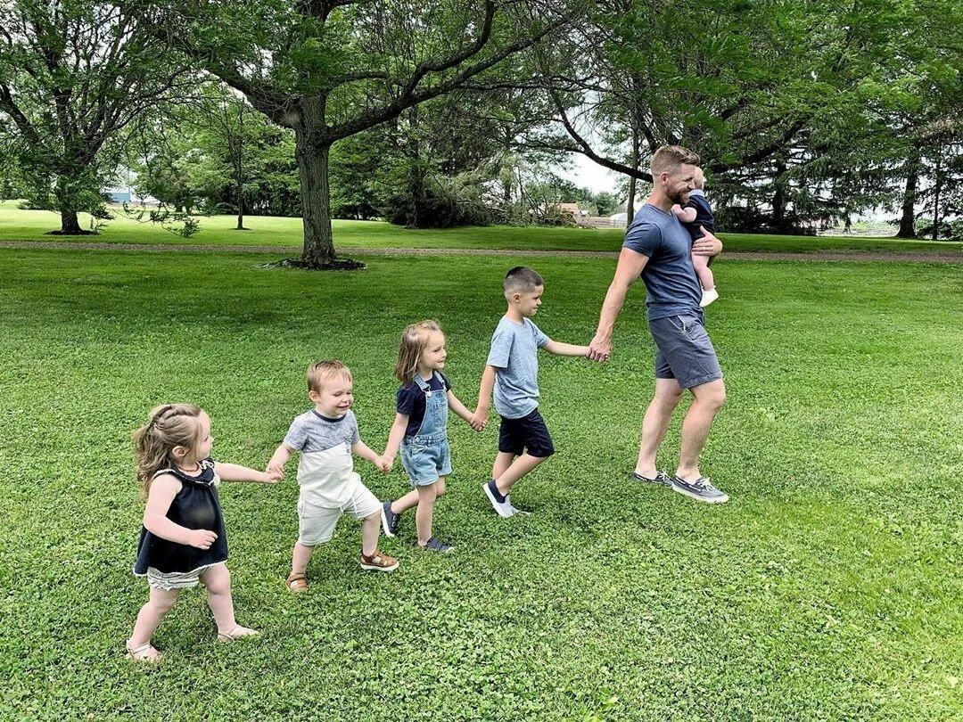 Девушка узнала, что беременна четверней, после того, как усыновила четверых детей