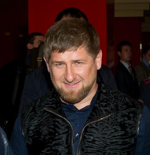 69153 Вертолеты с лепестками роз и лезгинка от главы Чечни. Рамзан Кадыров устроил пышную свадьбу племяннику