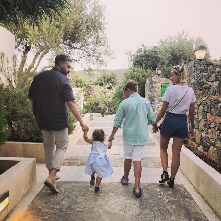 Дмитрий Исхаков и Полина Гагарина с детьми