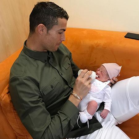 Криштиану Роналду с дочерью Аланой Мартиной