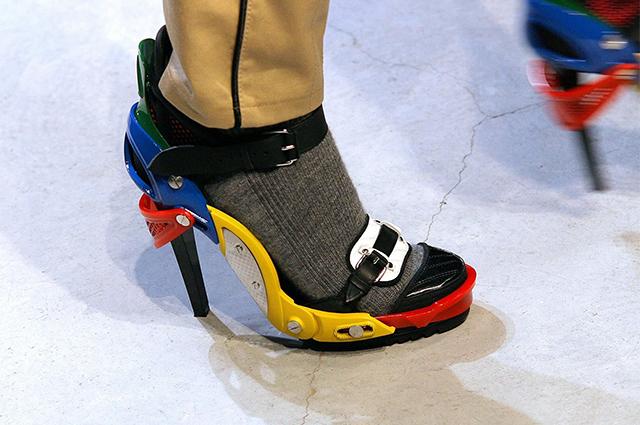 Феномен ugly shoes: как уродливая, нелепая и смешная обувь всегда становится модной
