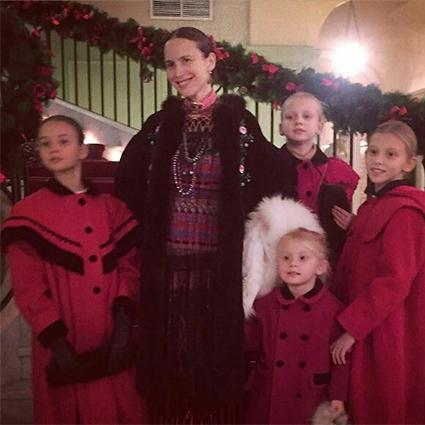Ольга Томпсон с детьми