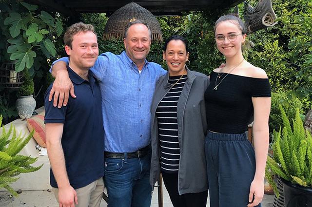 Камала Харрис с мужем и его детьми