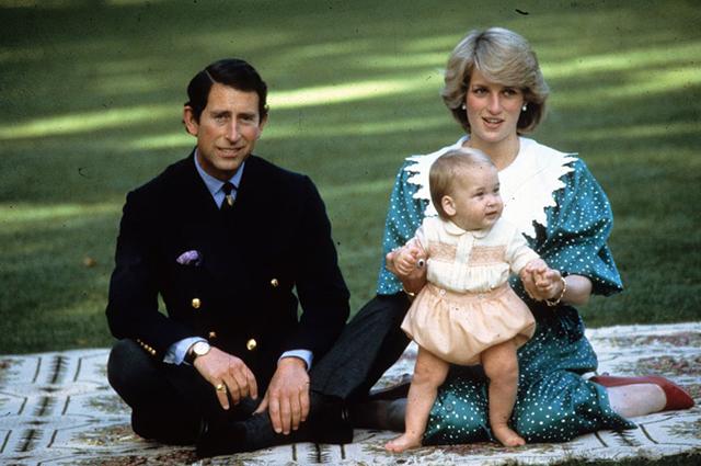 Принц Чарльз и принцесса Диана с сыном Уильямом