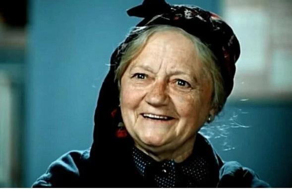 80509 В 73 года, в своей последней роли Валентина Спирантова уверенно рассекала на мотоцикле, а через год ее не стало
