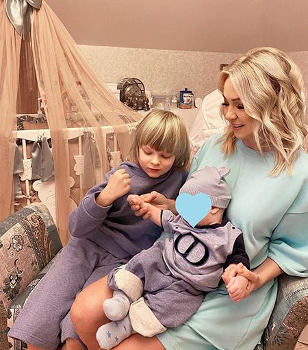 Яна Рудковская с детьми