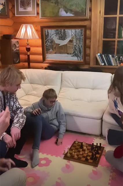 Лукас, Виктор и Нева Портер