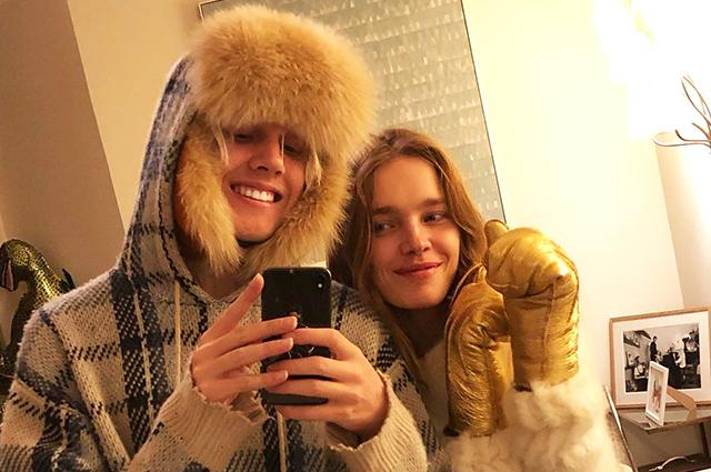 Зимняя сказка: Наталья Водянова вместе с детьми гостит у друзей в Москве