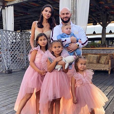 Окана Самойлова и Джиган с детьми
