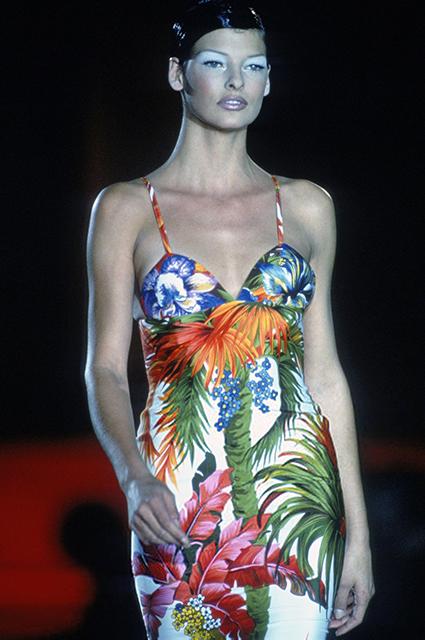 Линда Евангелиста на показе Versace