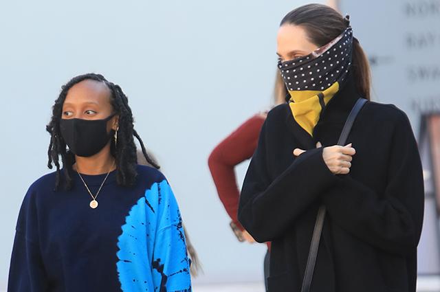 Анджелина Джоли с дочерью Захарой на шопинге в Лос-Анджелесе