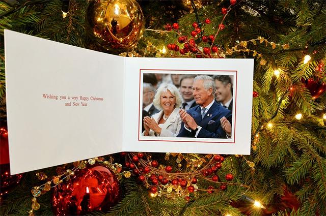 Любимые корги, озорные дети, моменты счастья: рождественские открытки разных лет от королевской семьи