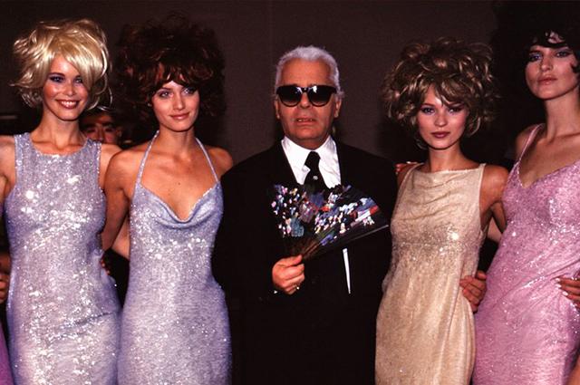 Теннант (справа) с дизайнером Карлом Лагерфельдом и другими моделями: Клаудией Шиффер и Кейт Мосс в 1996 году