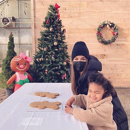 Хлое Кардашьян с дочерью Тру