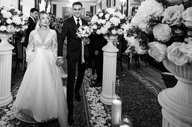 Кирилл Андреев с невестой Аделиной