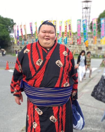 83897 300-килограммовый сумоист Анатолий Михаханов закончил свою карьеру и похудел на 112 кг