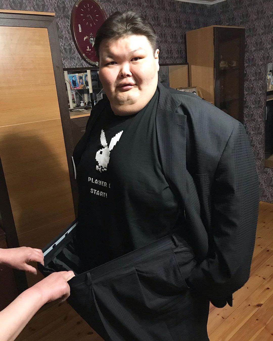300-килограммовый сумоист Анатолий Михаханов закончил свою карьеру и похудел на 112 кг