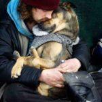 82688 Их богатство — в их сердцах: бездомные, которые отдали четвероногому другу последний кусочек хлеба