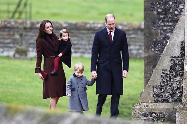 Кейт Миддлтон и принц Уильям с дочерью Шарлоттой и сыном Джорджем