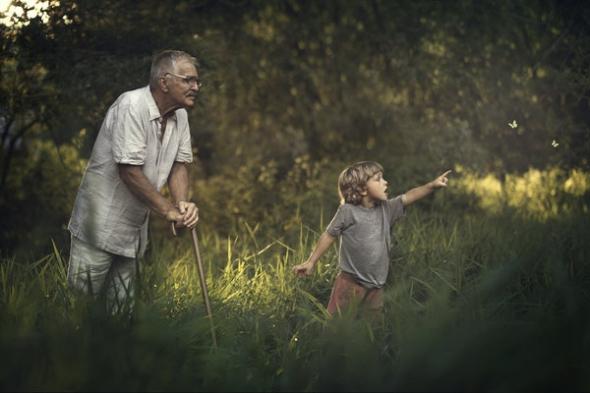 Любовь бабушки и дедушки к внукам ни с чем не сравнится. Очень трогательный фотопроект под названием «Поколения»