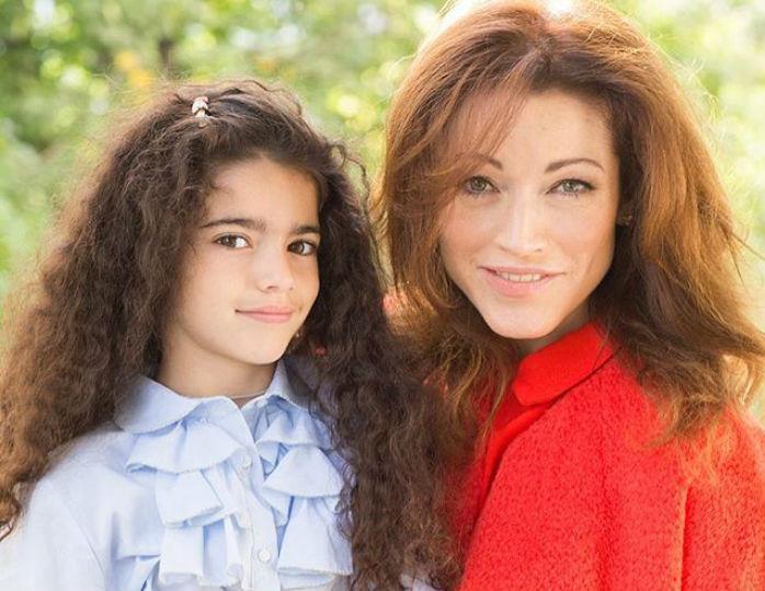Актриса Алена Хмельницкая поделилась снимками своих взрослых дочерей