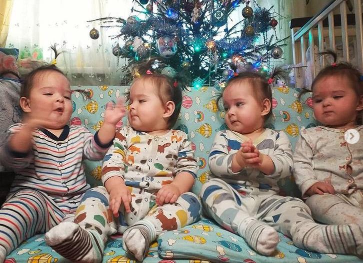 Уникальной четверни из Кропивницкого уже 10 месяцев. Родители рассказали как они справляются с малышками