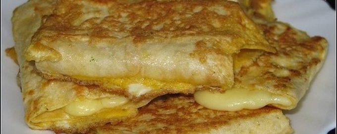Лаваш с сыром в яйце. Отличный завтрак всего за 5 минут!