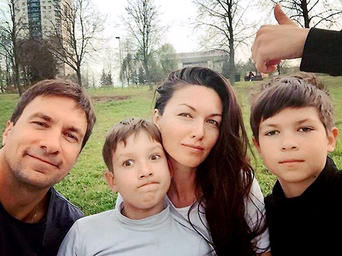 Мамина опора и поддержка: повзрослевшие сыновья Юлии Такшиной и Григория Антипенко