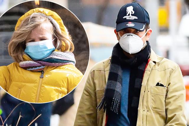 Брэдли Купер с дочерью Леей на прогулке по зимнему Нью-Йорку