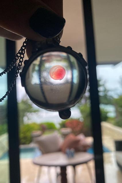 Медальон с кровью Меган Фокс