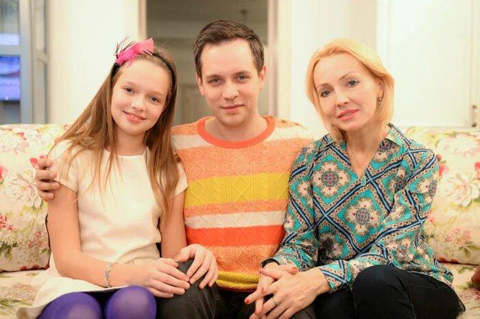 Александр Асташёнок показал свою 52-летнюю жену и 16-летнюю дочь-красавицу