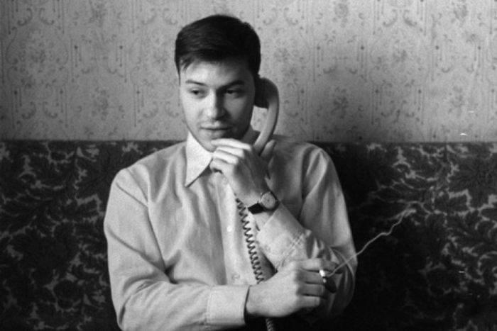 Еще неизвестный Илон Маск, Цой-кочегар и еще 12 архивных фото знаменитостей