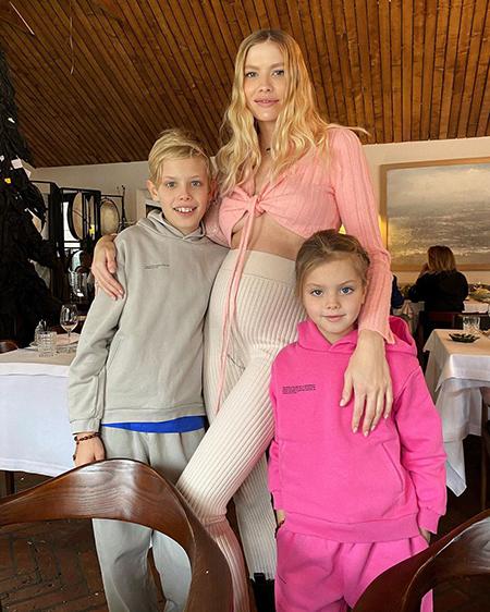 Елена Перминова с детьми