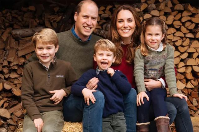 Принц Уильям и Кейт Миддлтон с детьми принцем Джорджем, принцем Луи и принцессой Шарлоттой