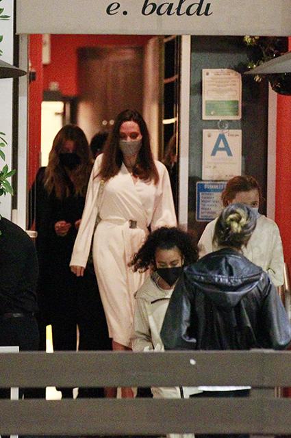 Эллен Помпео и Анджелина Джоли с дочерью Шайло