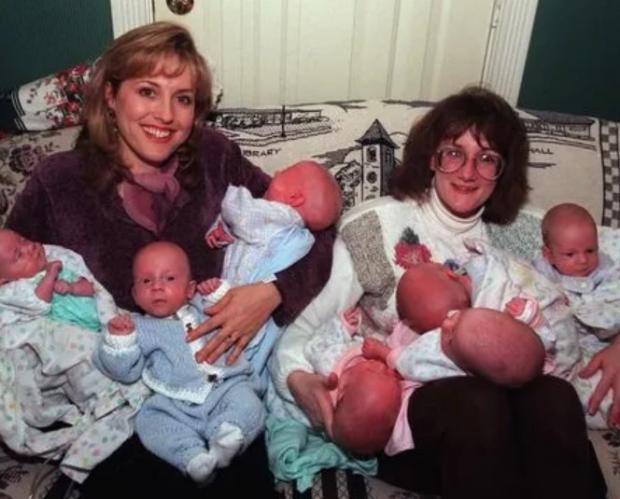 В 1997 году эта женщина родила 7 детей. Как живут сейчас первые в мире семерняшки?