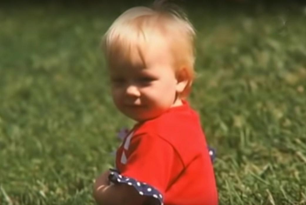 94089 Девочку с дефектом ног оставили в детдоме, а через 21 год родная мать увидела ее по телевизору
