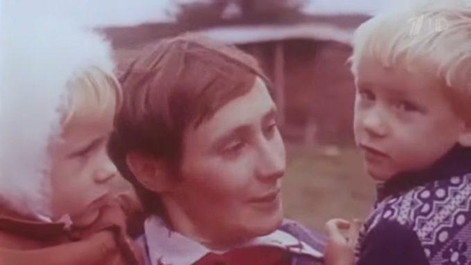 96475 Как сегодня поживает девочка, которую в 1983 переехал трактор с косилкой