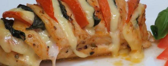 Сочное куриное филе с сыром и помидорами в духовке: отличная идея к ужину