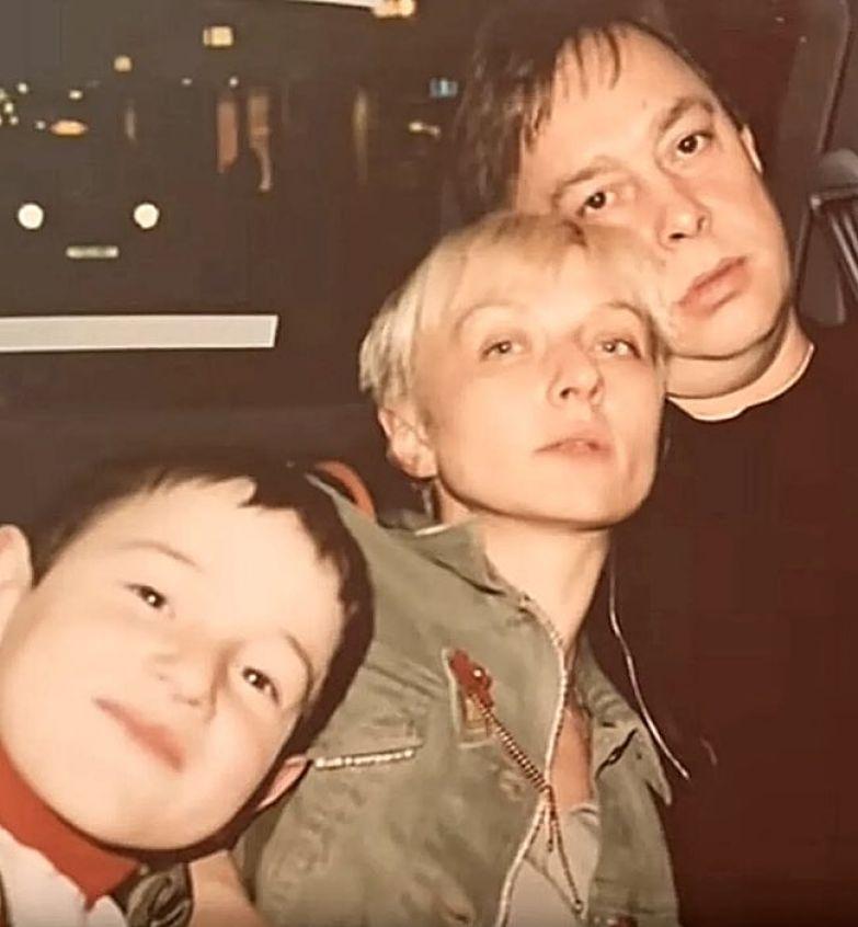 Как сегодня выглядит мальчик из детдома, которого 20 лет назад усыновила Татьяна Овсиенко