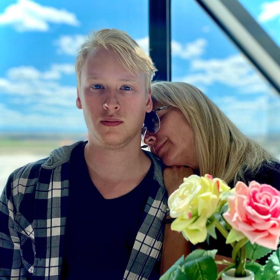 Фото 23-летнего красавца-сына показала жена Харатьяна